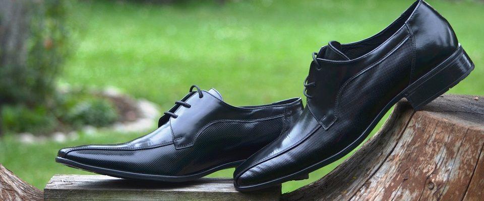 Lesklá obuv